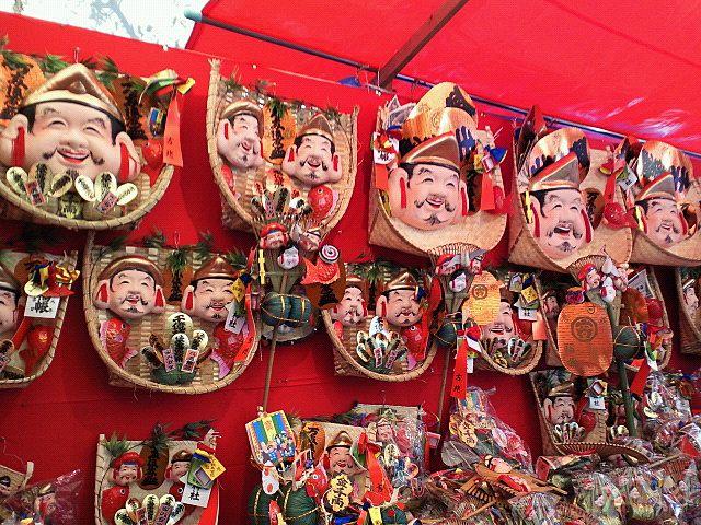 柳原蛭子神社で売っているたくさんの熊手