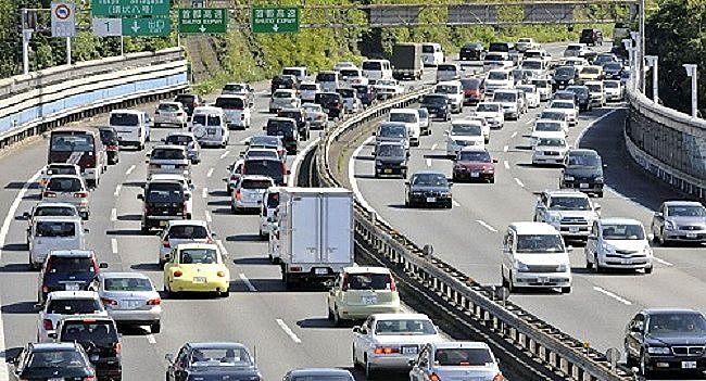 高速道路のゴールデンウィーク中の渋滞
