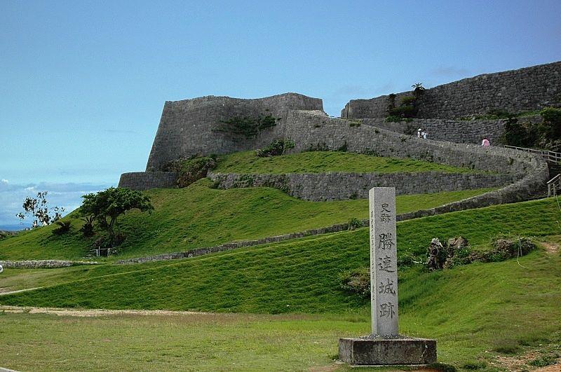 勝連城跡(かつれんじょうあと)繁栄、そして衰退、ときは15世紀 勝連の浪漫はそこにあった