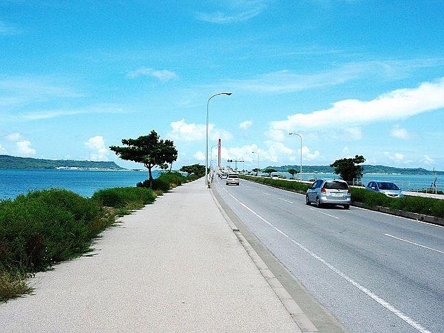 うるま市と離島4島を繋ぐ海の上を走る海中道路