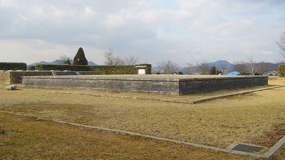 奈良時代前期に建てられ、平安時代まで続いた、加古川市内最古の古代寺院跡