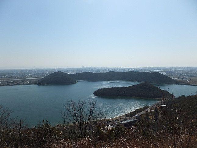 貯水面積、およそ1平方キロメートル、貯水量、900万トンの平荘湖