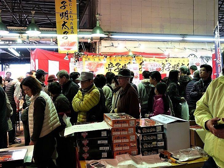 加古川公設卸売市場の大賑わいの様子