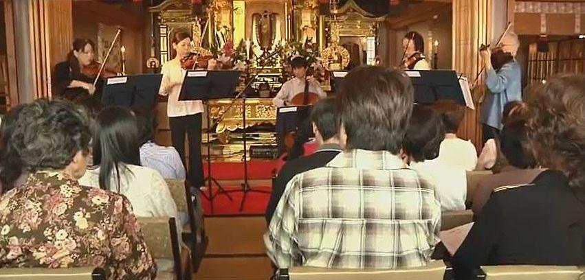 花園の中に建つ本堂で年に数回開かれれるクラシックコンサート。