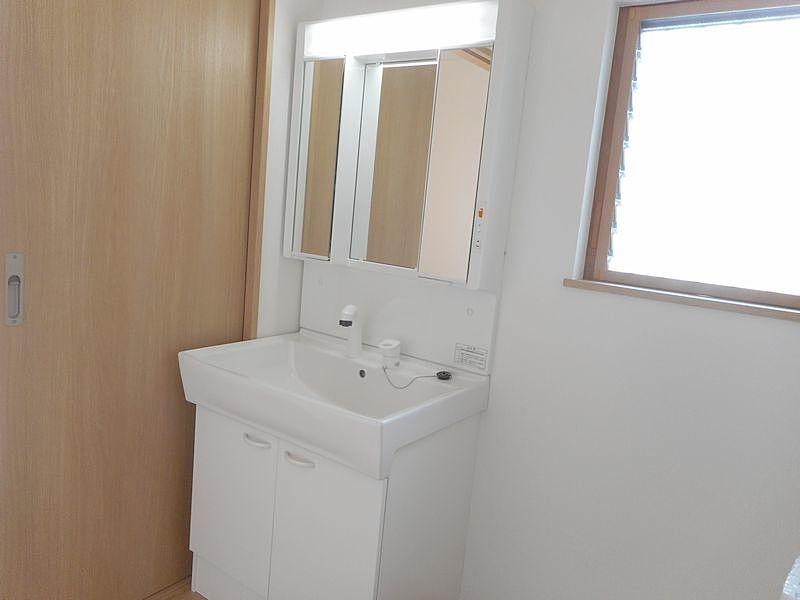 加古川市神野町石守513-86新築一戸建のシャワー付洗面化粧台