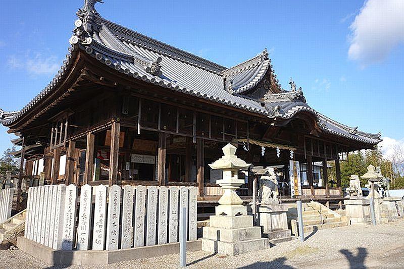 志方八幡神社の拝殿は大きな割拝殿