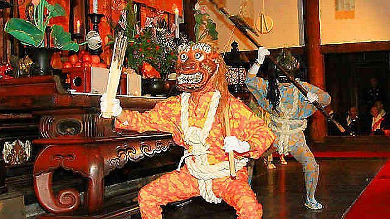 鶴林寺の伝統行事、修正会(鬼追い)