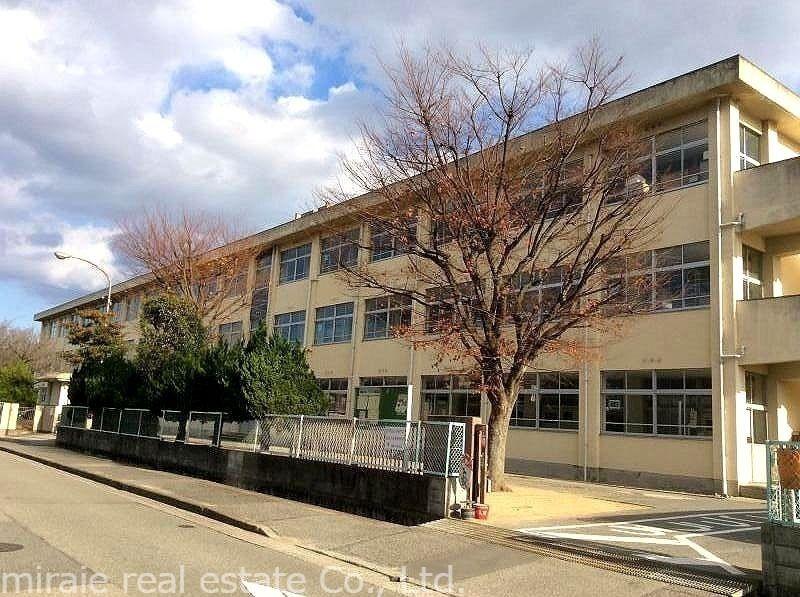 加古川市立 鳩里小学校です