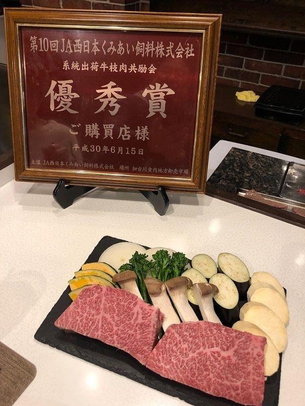 今日のメイン料理のお肉と野菜です