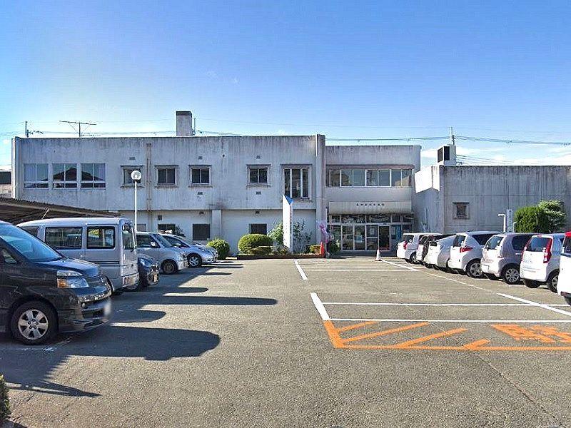 東加古川公民館の外観と駐車場です