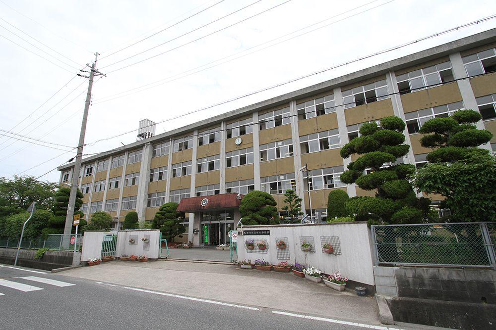 加古川市立 氷丘中学校です