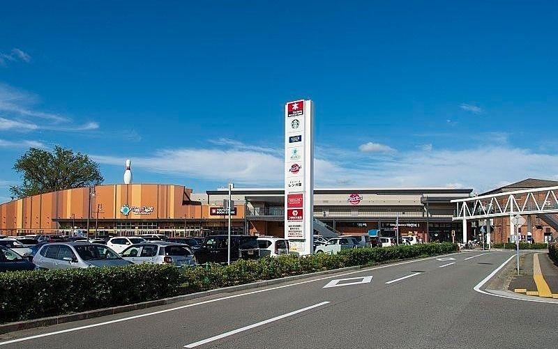身近な食品から大型ショッピングセンターまで、買い物が便利!