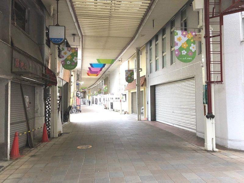 シャッターが閉まっているお店が増えた寺家町商店街