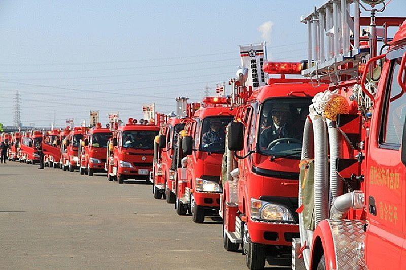 加古川市消防出初め式は消防車両パレードやダンスパフォーマンス、一斉放水など、盛りだくさん!