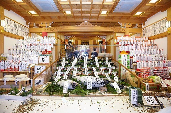 「神戸、柳原のえべっさん」の「大マグロの奉納」