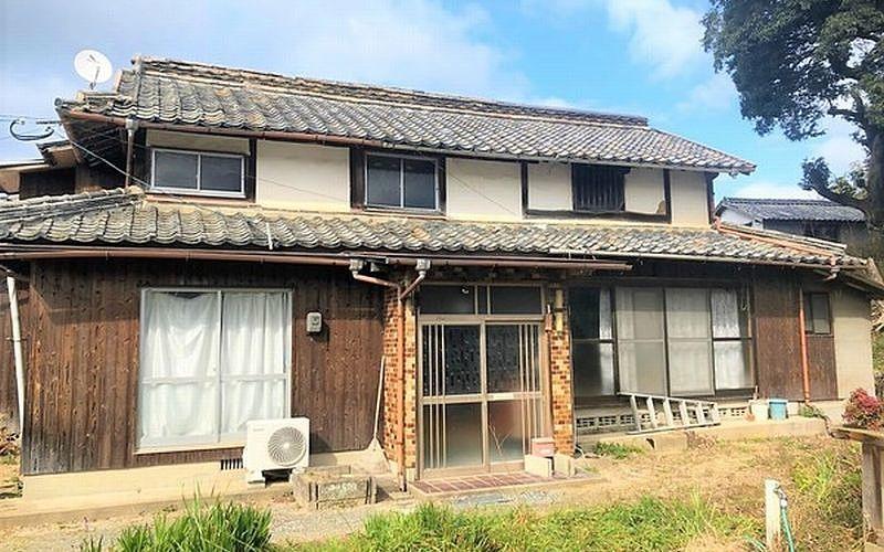 古家い家が残ったままの土地(古家付土地)を売却するときの価格設定の考え方