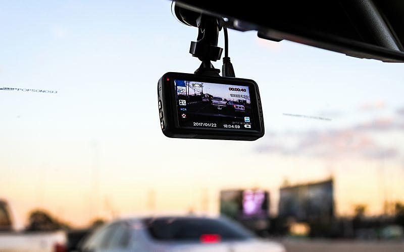 ドライブレコーダーを活用し安全な場所に避難して110番通報を