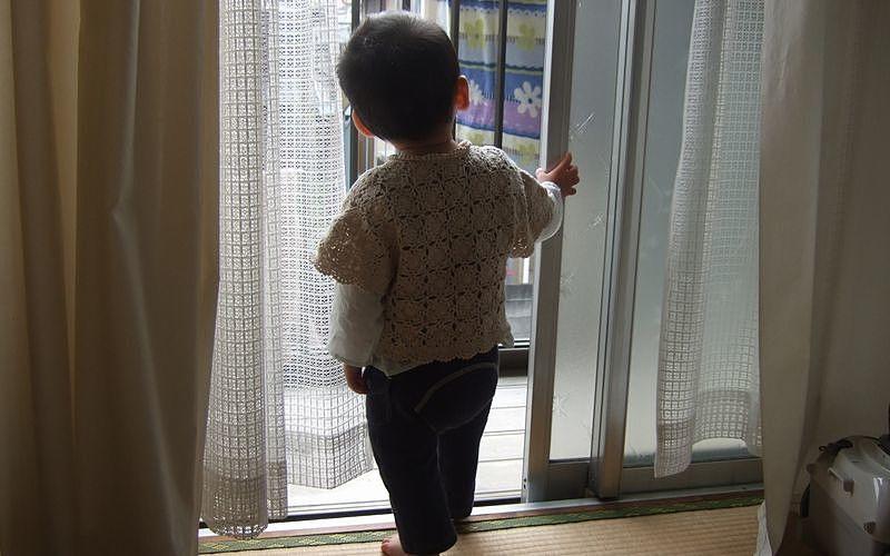 子どもだけが室内に残されている状況で起こる転落事故が多い