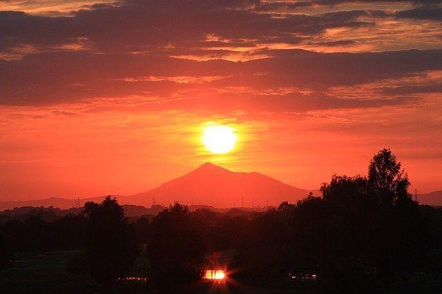9月22日は「秋分の日」です! 真西に沈む夕日に向かって祈ってみる!