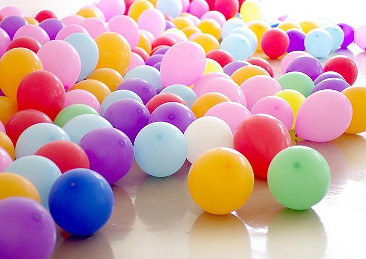十人十色、百人百色のような、たくさんの色の風船。