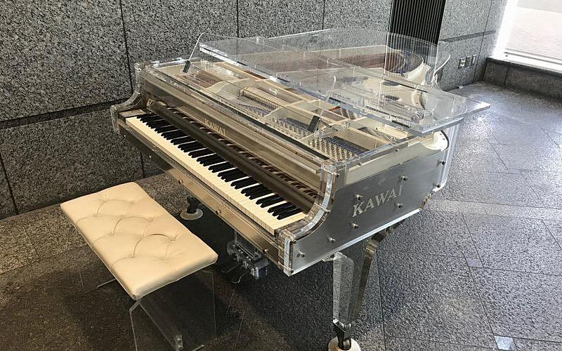 加古川市役所のクリスタルピアノ