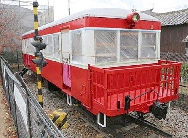 円長寺広場には鉄道で活躍していた気動車『キハ2号』が展示されています。