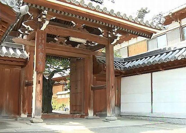光念寺(こうねんじ)の山門です。