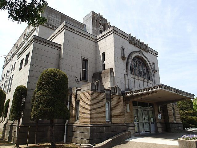 加古川図書館の外観 入口