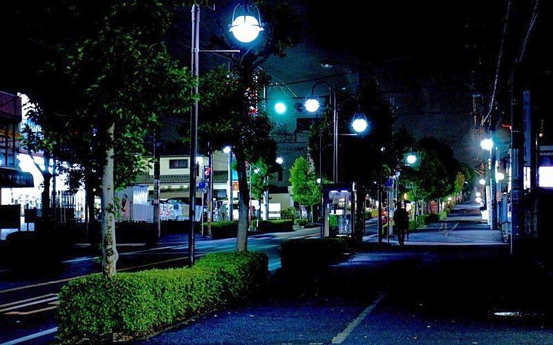 夜の雰囲気を歩きながら確認する