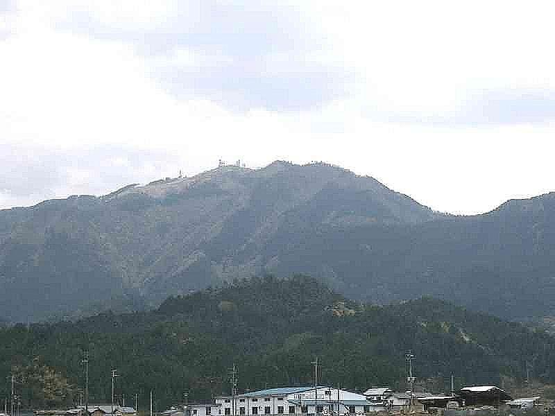 加古川の源、標高962メートルの粟鹿山(あわがさん)