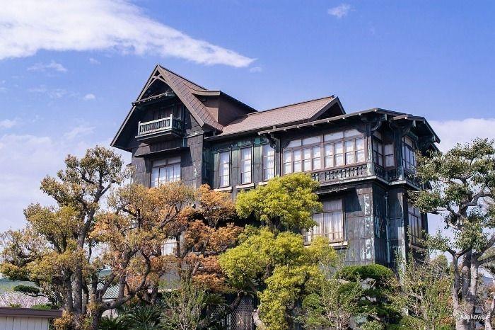 建物全体が銅板葺きの歴史を感じさせる多木浜洋館
