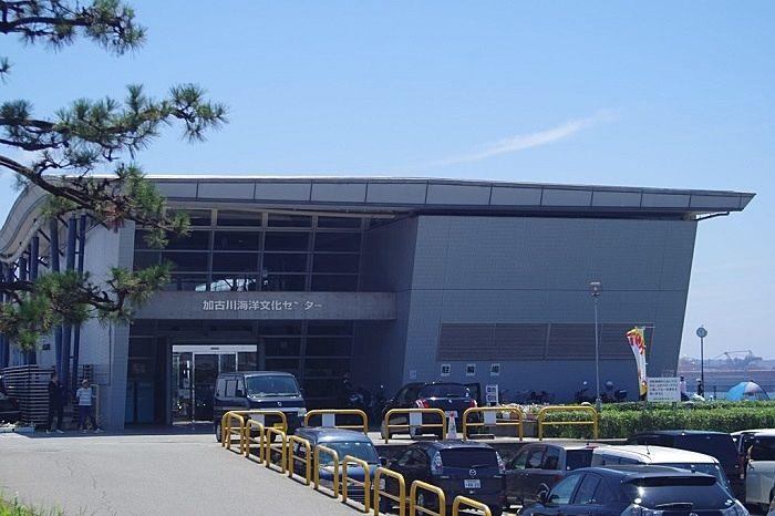 加古川市別府町港町にある加古川海洋文化センターの外観