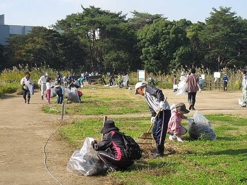寺田池を地域で守るためのクリーンキャンペーンの様子