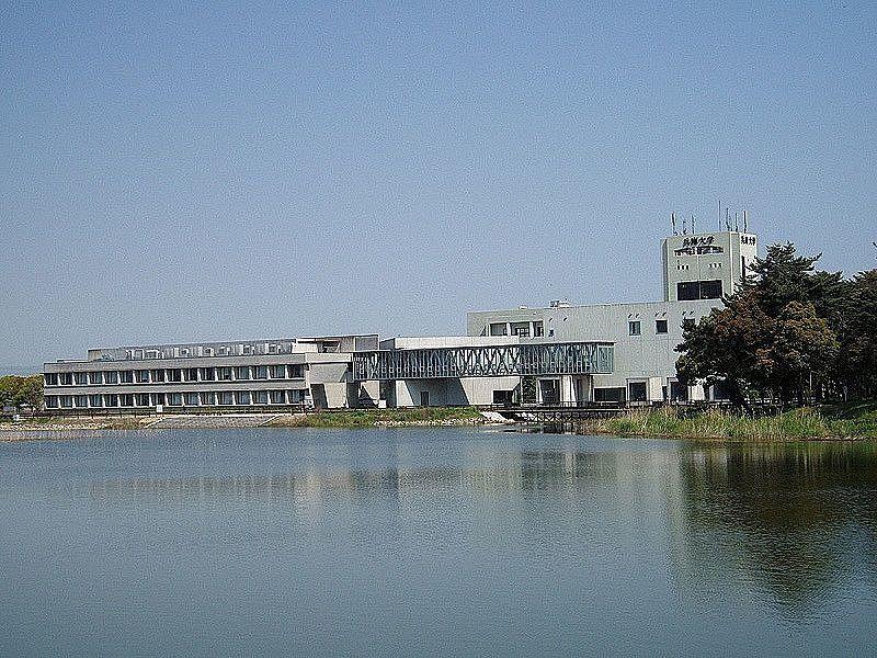 兵庫大学に隣接する寺田池
