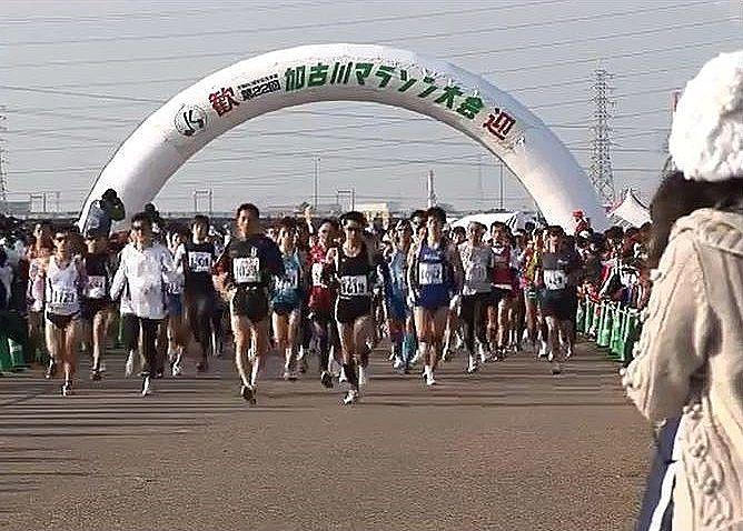 整備されたマラソンコース『みなもロード』での加古川マラソン大会の様子