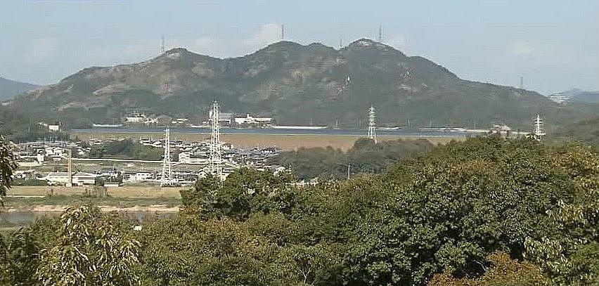 日岡山展望台から見える平荘湖に連なる山々
