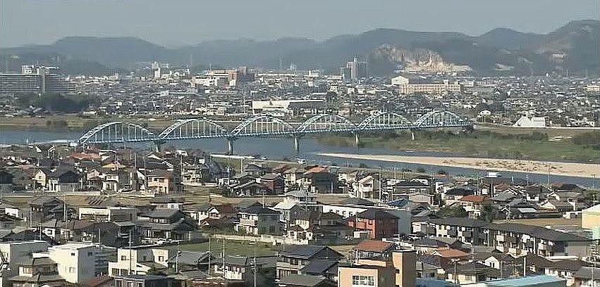 日岡山展望台から見えるセルリアンブルーの水管橋