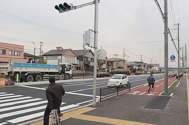 沖浜平津線の歩行者道と自転車道
