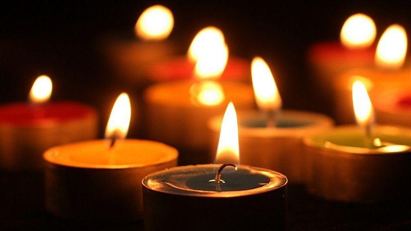 蝋燭は、自分の体を燃やしながら、暗闇に光を放ち、人々を導いくれます